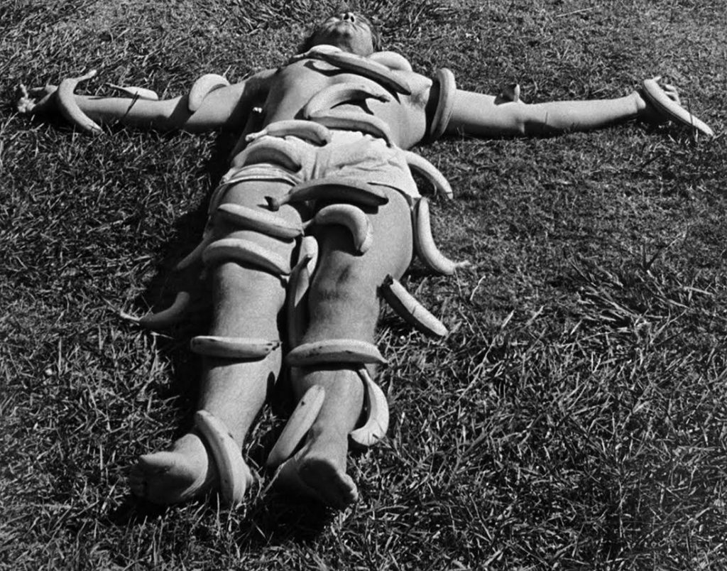 Victoria Cabezas Sin título, 1973 Gelatina de plata sobre papel 30.5 X 39 cms Imagen cortesía de la artista