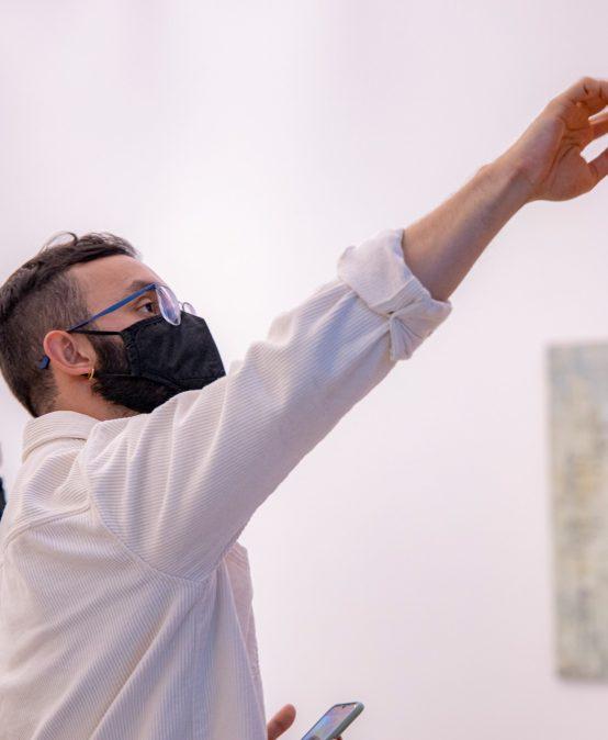 Chamanismo, brujería, santería. Julián Sánchez González investiga cómo las espiritualidades influyen en el arte de las Américas
